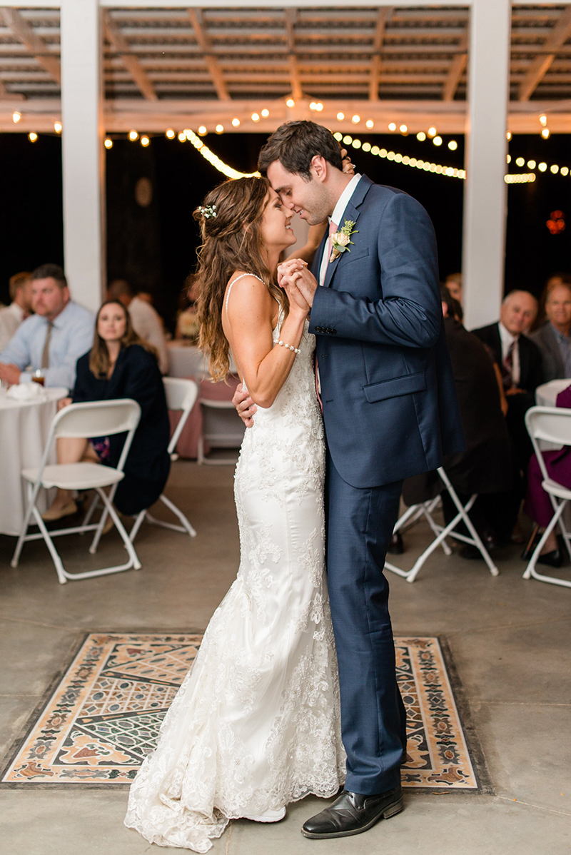 View More: http://kimberlyflorence.pass.us/epperly-wedding
